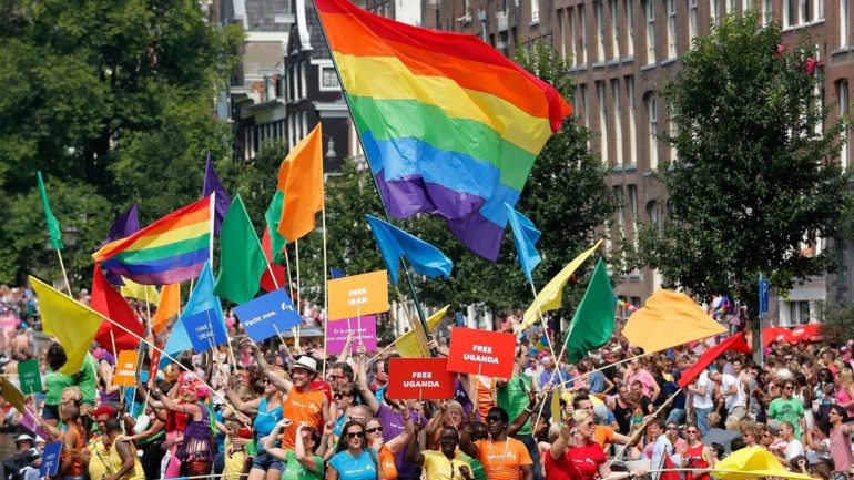 'Love Exchange' tijdens Amsterdam Gay Pride